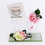 Стеклянные подсвечники-композиции с искусственными цветами.