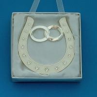 HG01600 (48) 10*0,5*10,5см. Подкова серебряная с обручальными кольцами, подвесная, со стразами