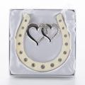 HG01700 (48) 10*0,5*10,5см. Подкова серебряная с двумя сердцами, подвесная, со стразами