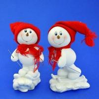 LR-1421 (36) 10*6*17см. Набор из 4-х снеговиков в шапке и шарфе на лыжах, 2 вида,  из полистоуна