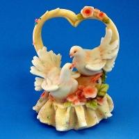 MR-38444 (18)  13*11*17см. Сердце с голубями, из полистоуна