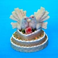 MR-51109 (96)  7*7*7см. Пара голубей на торте, полистоун